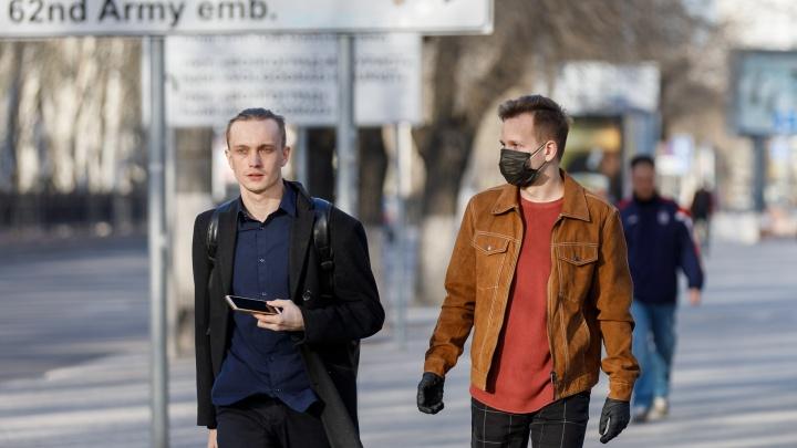 В Волгограде на остановках начнут продавать маски