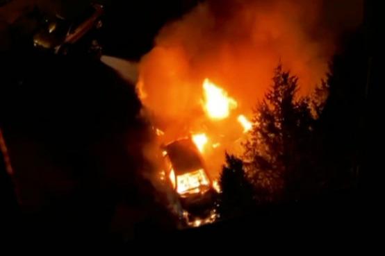 В Ростове на Западном ночью сгорели пять машин