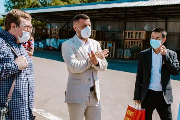 Андрей Медведев (в центре) возглавляет один из крупнейших заводов в Ярославле — ПСМ.