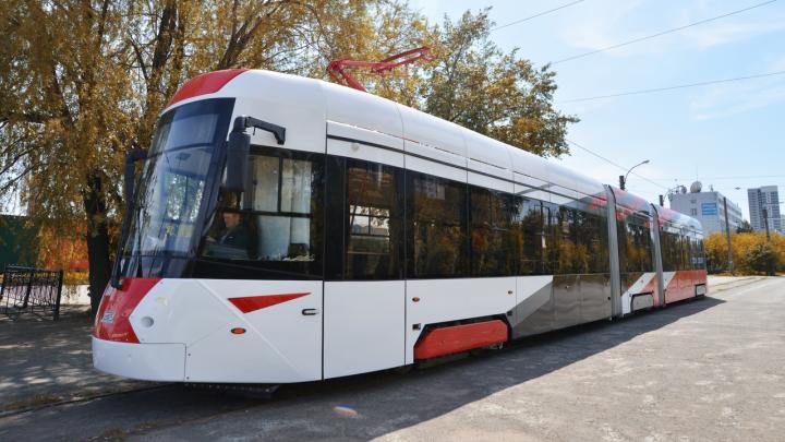 В Екатеринбурге популярный маршрут начнет обслуживать крутой трехсекционный трамвай