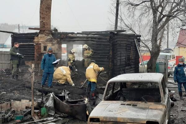 Во время пожара в доме рухнули перекрытия