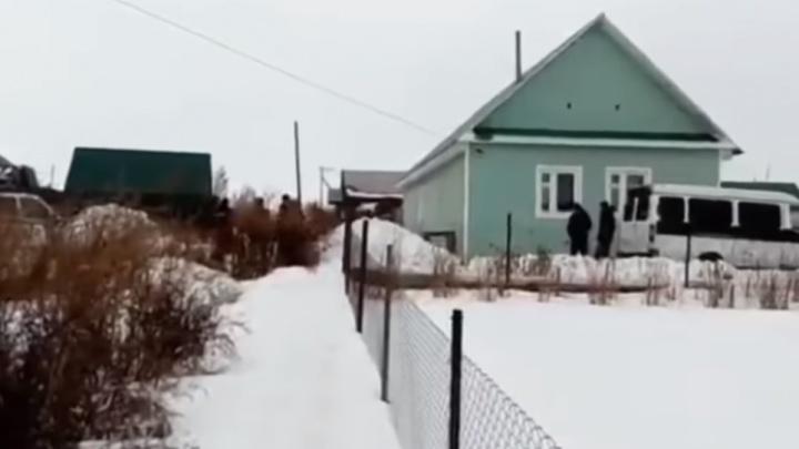 Мать девочки, которую отец убил утюгом в Октябрьске, обвинили в укрывательстве преступления