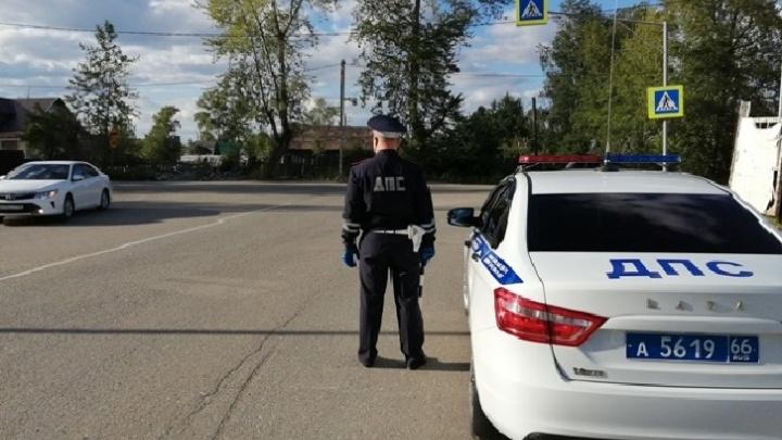 В Богдановиче гаишники поймали парня, который ездил с правами, купленными в интернете