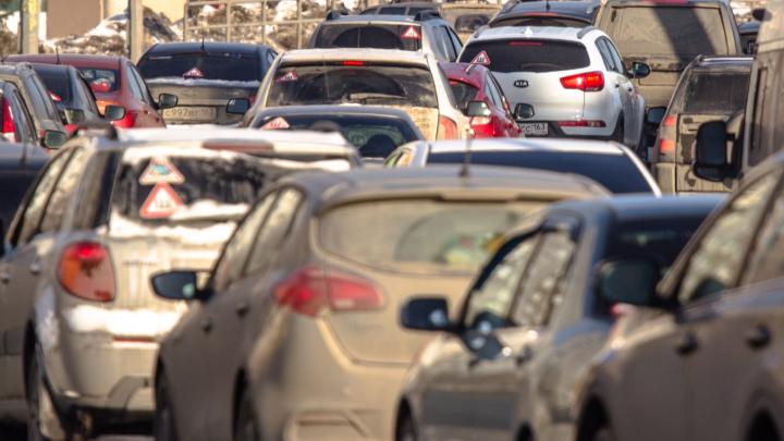 Дороги в Куйбышевском районе парализовало из-за нового светофора