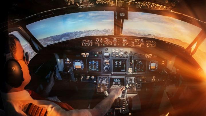 Покружить над настоящим морем и разбить боинг: как попасть в кабину самолета и сложно ли им управлять