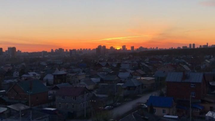Пылающий закат: публикуем фотографии огненного неба от читателей E1.RU