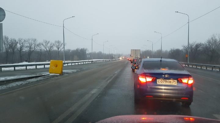 Дорогу Волжский — Волгоград парализовало километровыми пробками