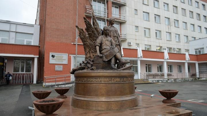 Госпиталь для ветеранов в Екатеринбурге переделали под пациентов с COVID-19. Уже устанавливают аппараты ИВЛ