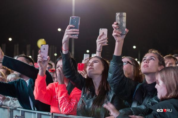 Правда, вот так потолпиться на концертах не получится — нужно держать дистанцию