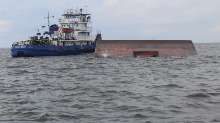 Спасатели нашли тело второго пропавшего члена экипажа опрокинувшейся баржи