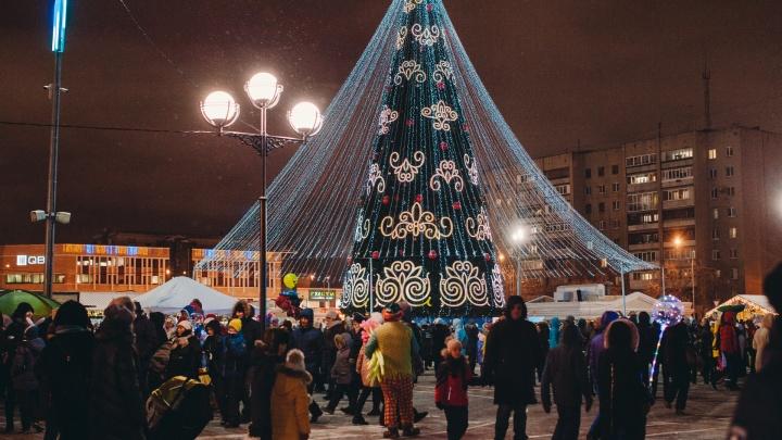 А салют будет? Открытие главной елки на площади 400-летия Тюмени пройдет в новом формате