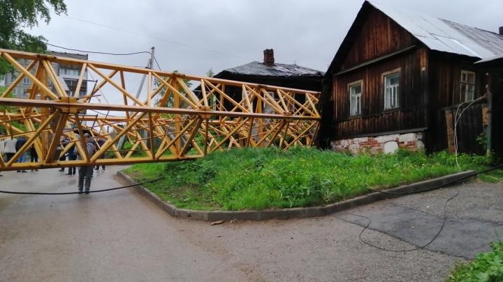Прокуратура передаст в суд дело о падении в Перми башенного крана на жилые дома