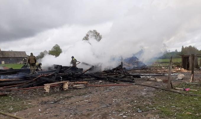 В Угличском районе в пожаре погибли трое детей. Почему загорелся дом — первая версия