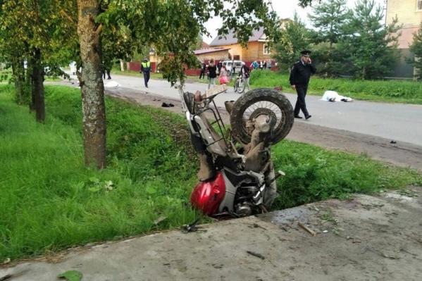 Мотоцикл воткнулся в землю