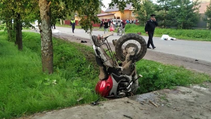 «Разлетелись в разные стороны»: в Рыбинске мотоциклист насмерть задавил пару