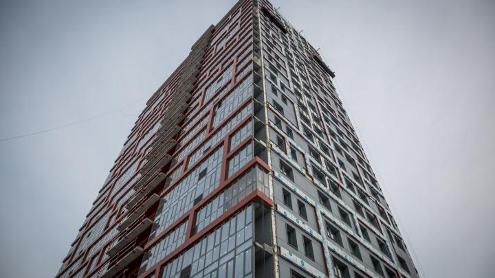 Мужчина выпал из окна жилого комплекса недалеко от Димитровского моста