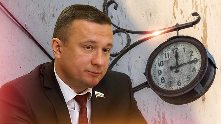 «Этот депутат чьих будет-то?»: волгоградец разоблачил трюки Струка, защищавшего московское время в Госдуме