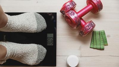 «Жир не уходит через пот»: фитнес-тренер из Самары — о бесполезных товарах для похудения