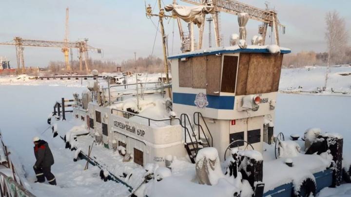 В Архангельске за долги в 3,8 миллиона рублей арестовали теплоход «Серебряный бор»