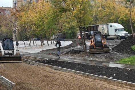 В некоторых частях набережной строительство завершилось
