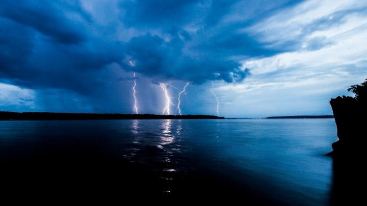 МЧС предупреждает о дождях с грозами и порывами сильного ветра в Прикамье