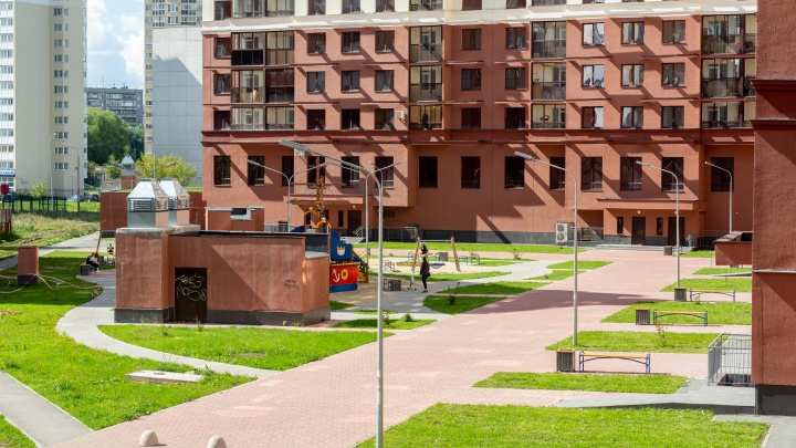 «До центра рукой подать, а стоит как вторичка»: новые дома микрорайона Заречного покорили горожан