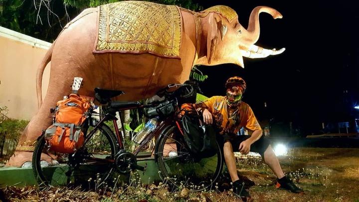 «Тут комендантский час, но я нарушаю»: пермяк приехал в Таиланд на велосипеде и застрял там из-за карантина
