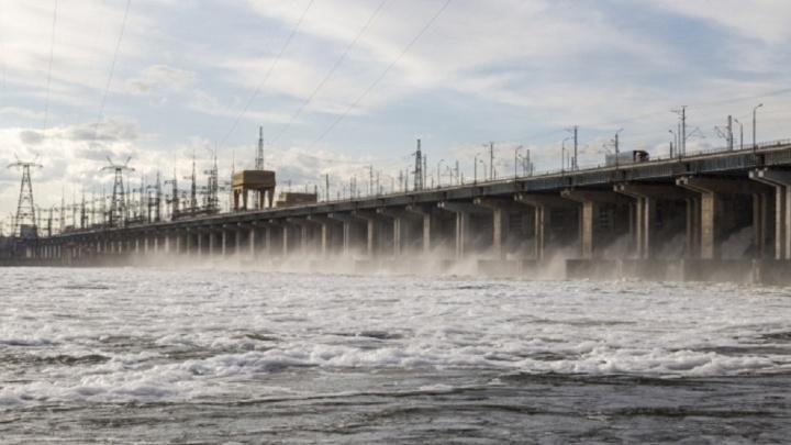 Волжская ГЭС увеличила сбросы воды на время самоизоляции по коронавирусу
