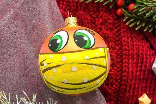 Стеклянный шар с ручной росписью будет стоить 290 рублей
