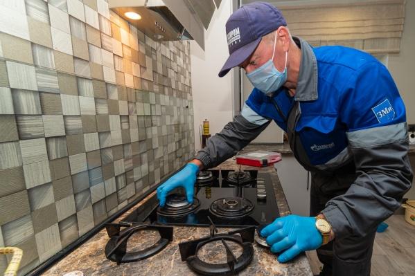 Допускать специалистов для проверки газового оборудования — прямая обязанность каждого абонента
