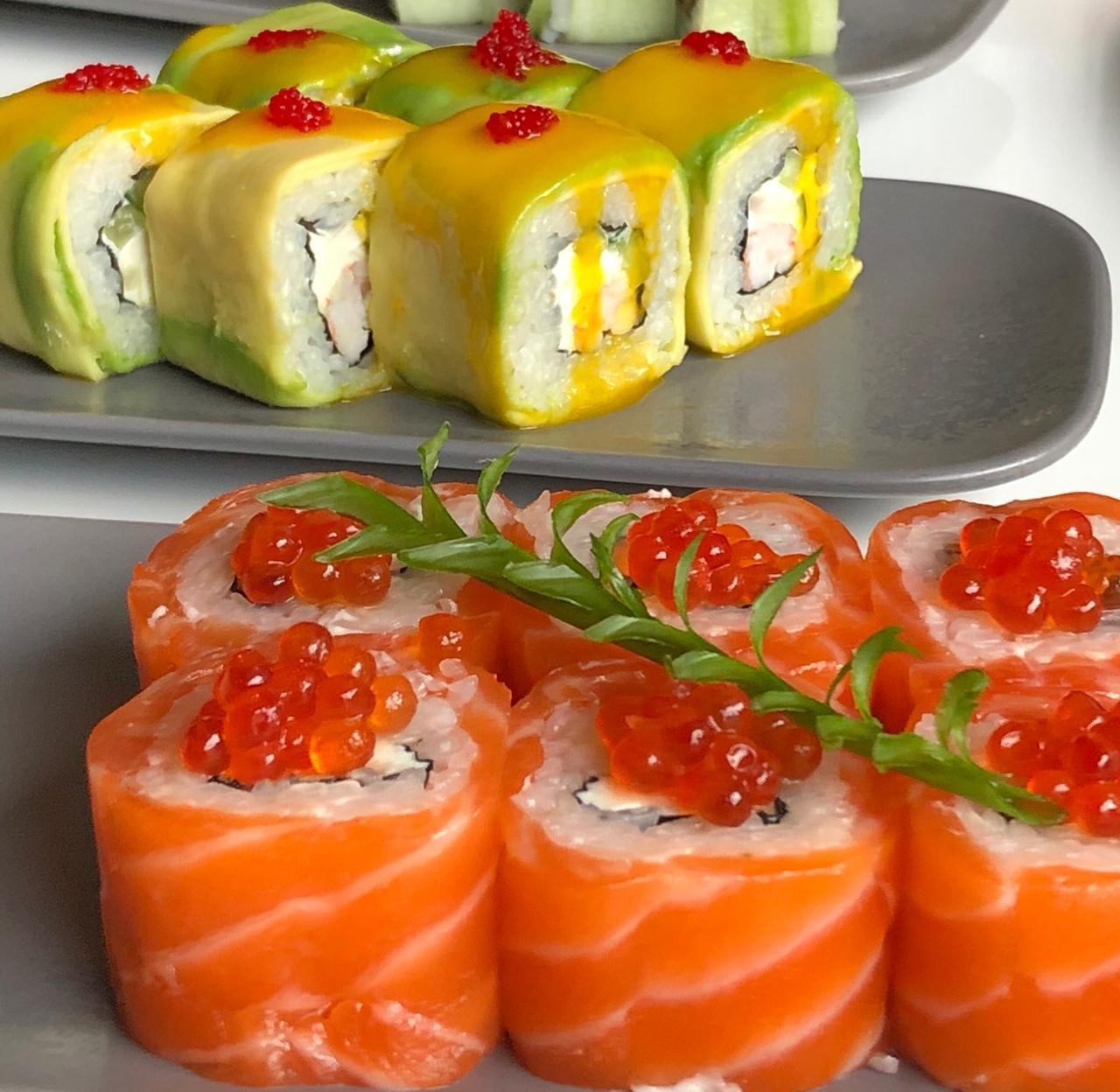 Хит фестиваля «Дружба народов» — роллы с лососем и сливочным сыром с красной икрой