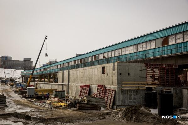 Мэру и журналистам рассказали о том, как продвигается строительство новой станции метро