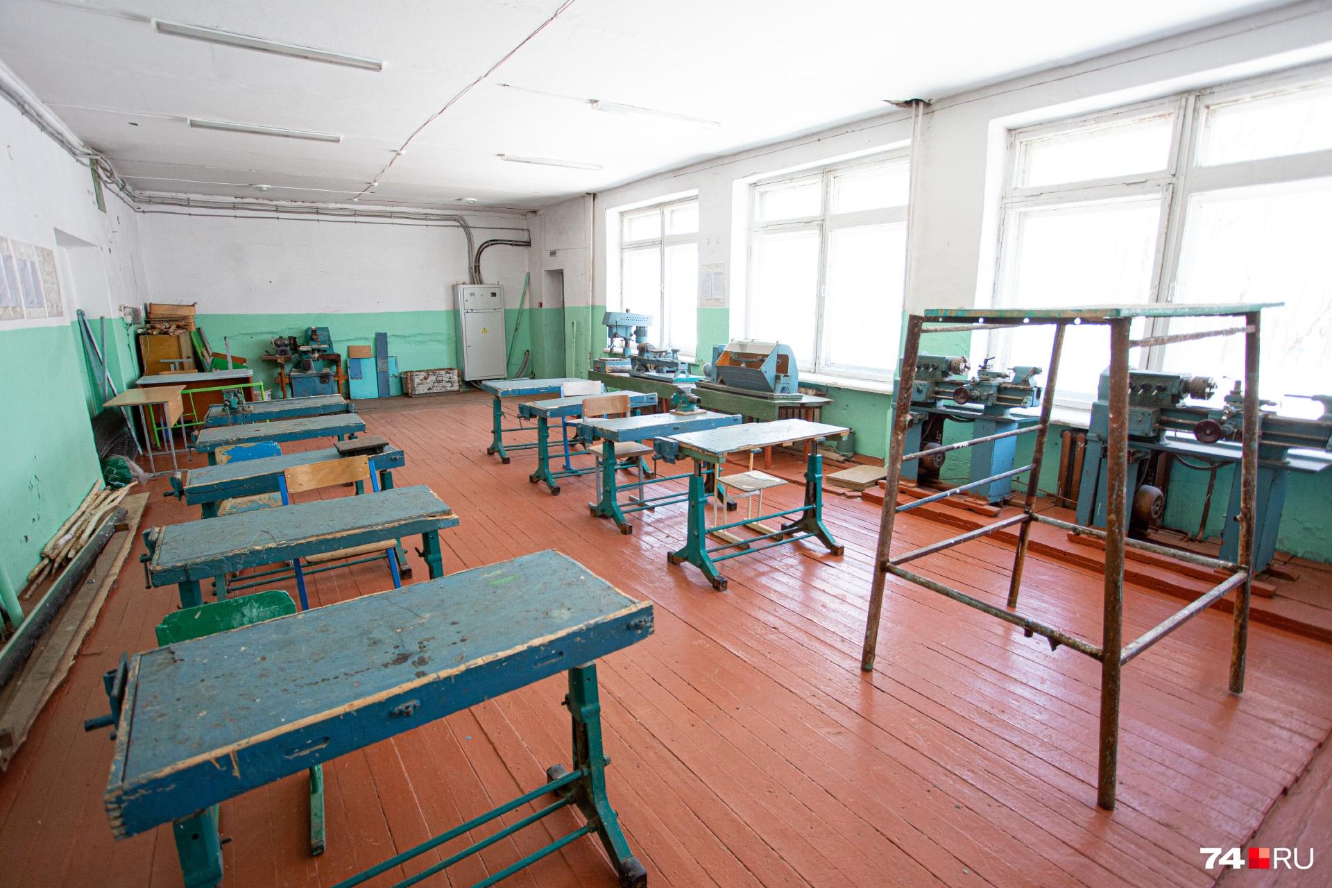 Станки для токарных работ и обработки дерева остались с советских времён