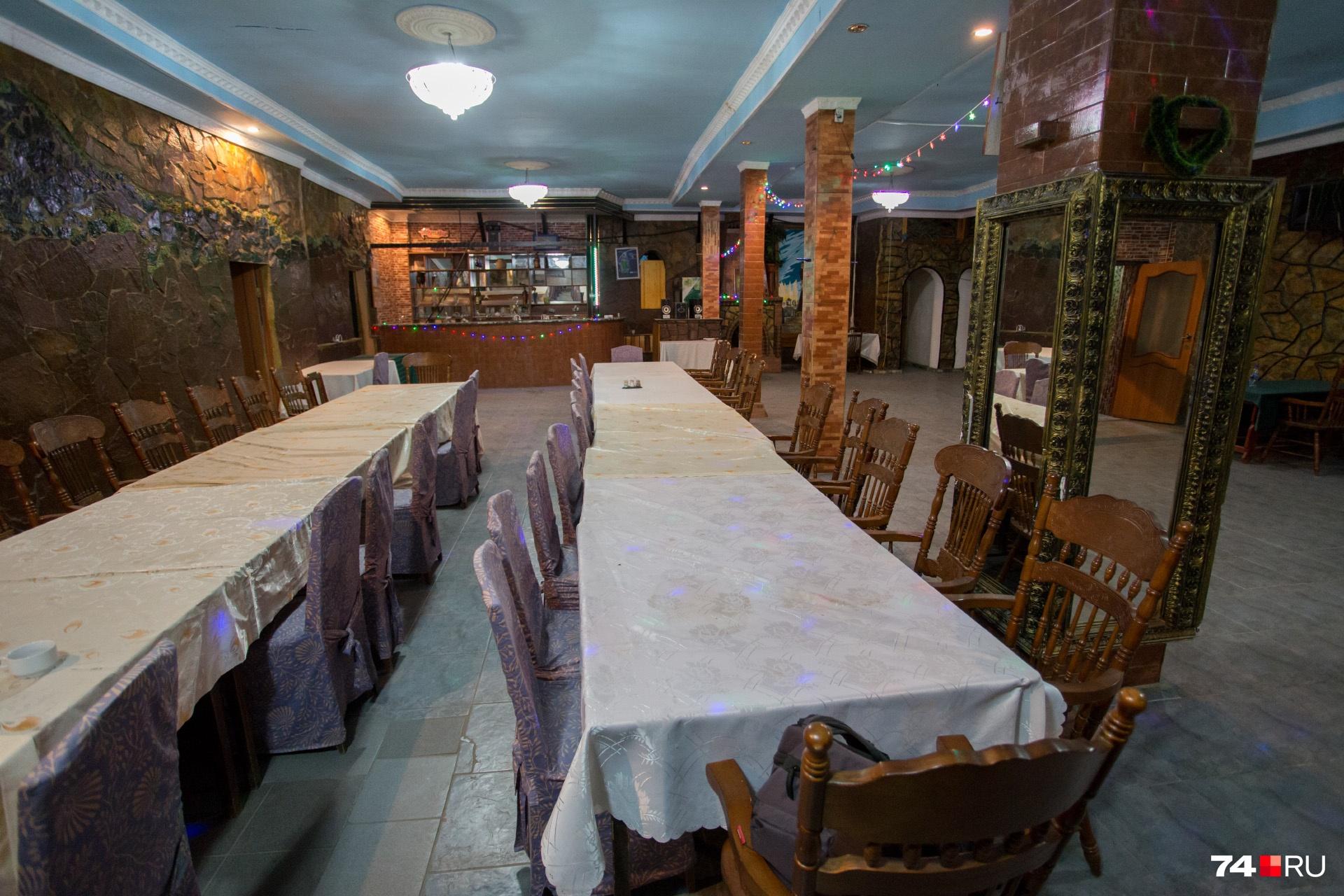 А в День Победы проводят обеды для ветеранов. Но особого социального значения в деятельности грузинского центра власти не видят