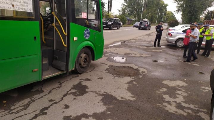 На Елизавете водитель легковушки ударил электрошокером шофера автобуса
