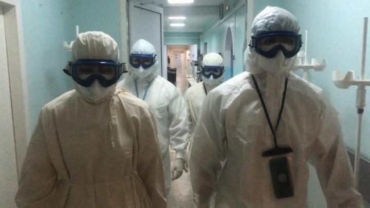 «Как правило, у всех пневмония»: военные врачи рассказали о состоянии пациентов с COVID-19 в Кургане