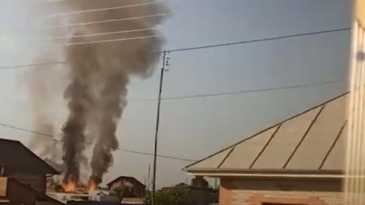 Под Тюменью в частном секторе произошел сильный пожар