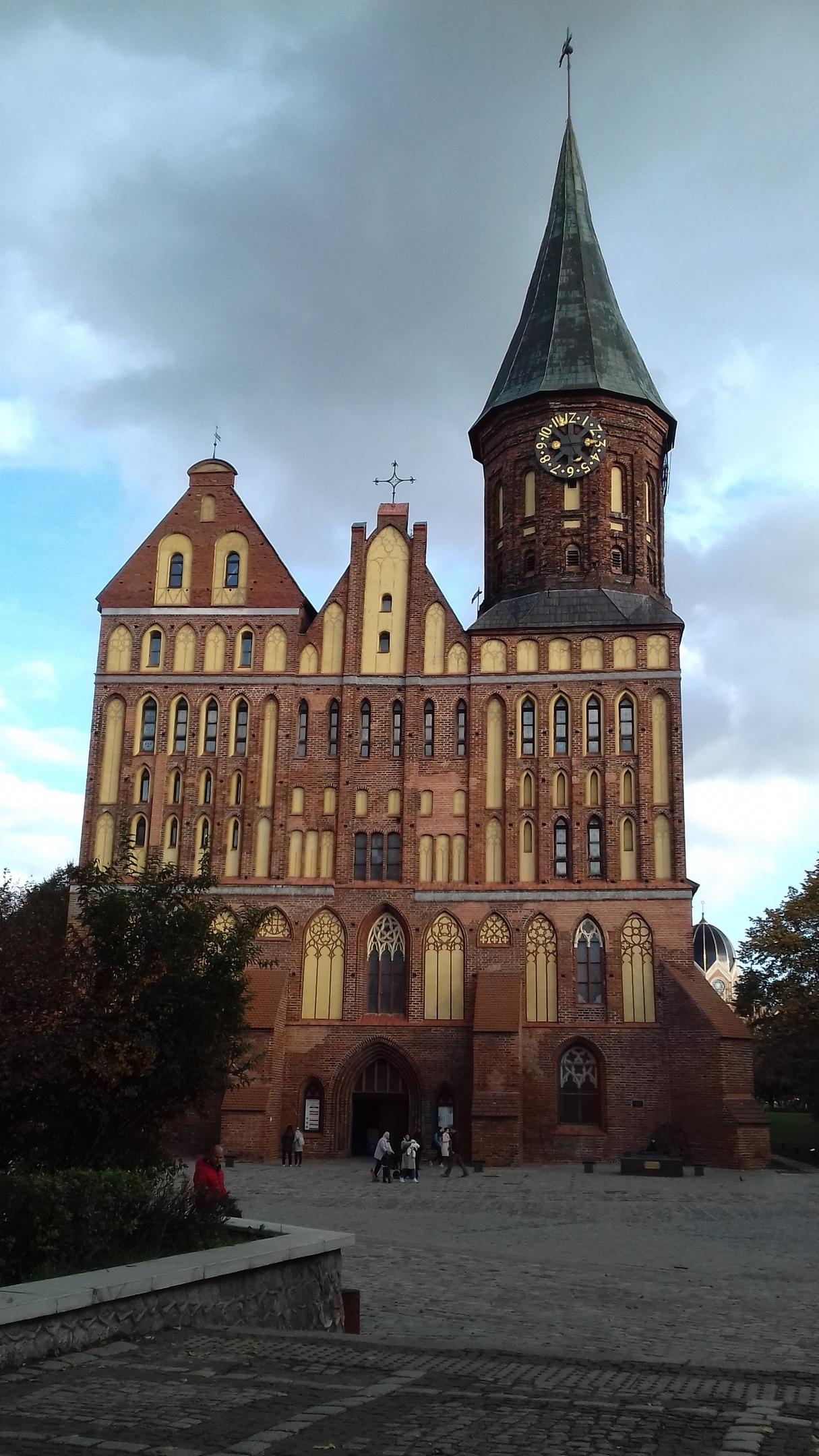 Кафедральный собор восстановлен, но у архитекторов много вопросов: здание лишь напоминает исторический прототип