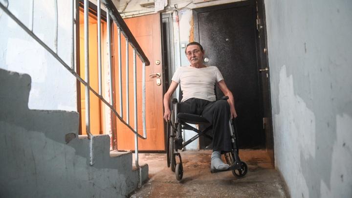 «Надо покалечиться, чтобы пользоваться роскошью»: журналист в коляске — об удобстве ТЦ «Карнавал» для инвалидов