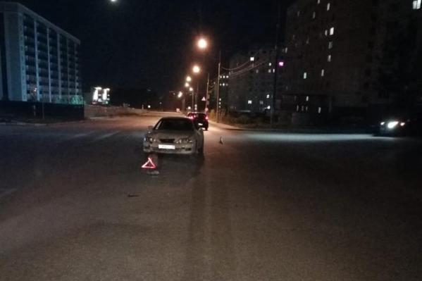 Авария произошла вечером на улице Татьяны Снежиной
