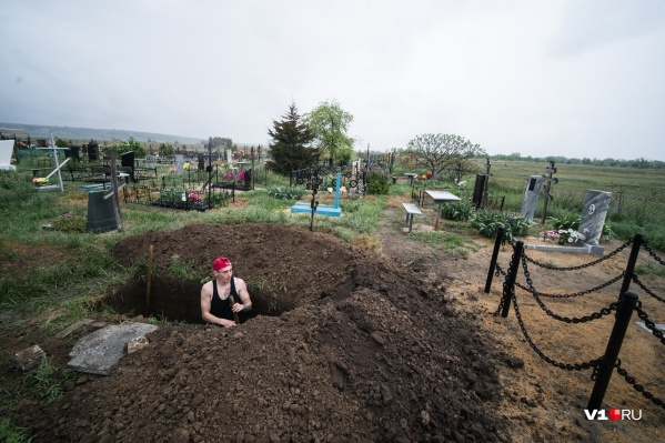 Запрет на посещение кладбищ продержался два месяца