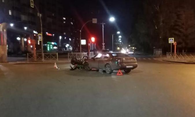 В Кемерово Lexus сбил молодого мотоциклиста