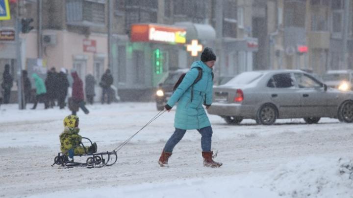 Южноуральцев предупредили о надвигающихся снегопадах и метели