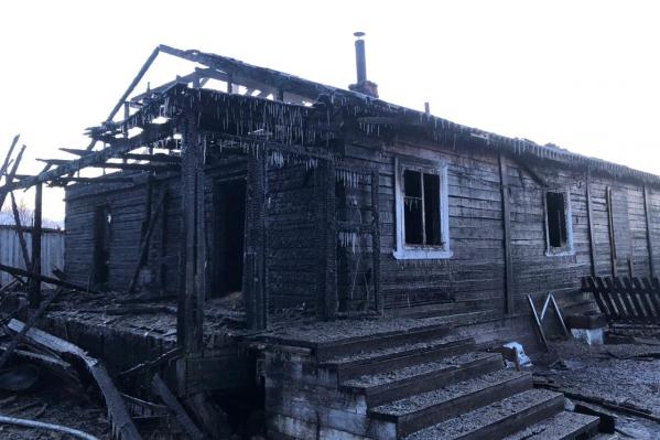 В доме были и нежилые квартиры — спасти удалось именно их, а не заселенные