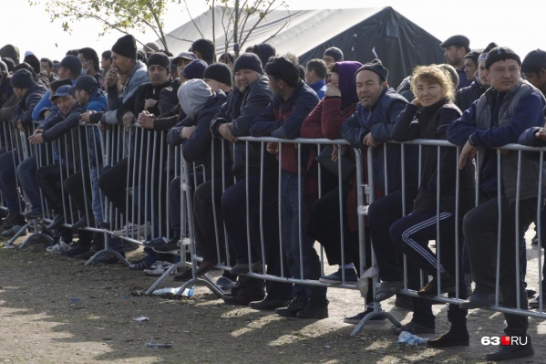 Граждане Узбекистана ждут манны небесной, надеясь, что за ними пришлют поезд и вывезут их на родину