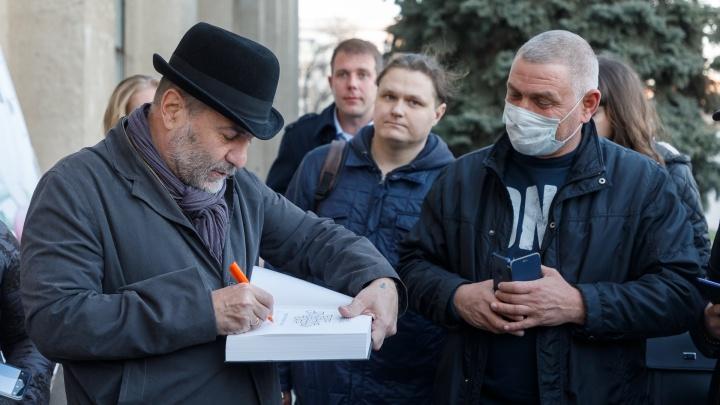 «Эту историю запомнят даже наши дети»: Евгений Гришковец — о коронавирусе, театре и счастье