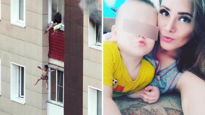Мать рассказала, как выкинула двух сыновей с балкона во время пожара — перед этим она падала в обморок