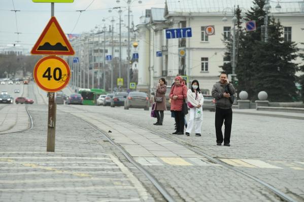 Пока в Свердловской области заболеваемость растет