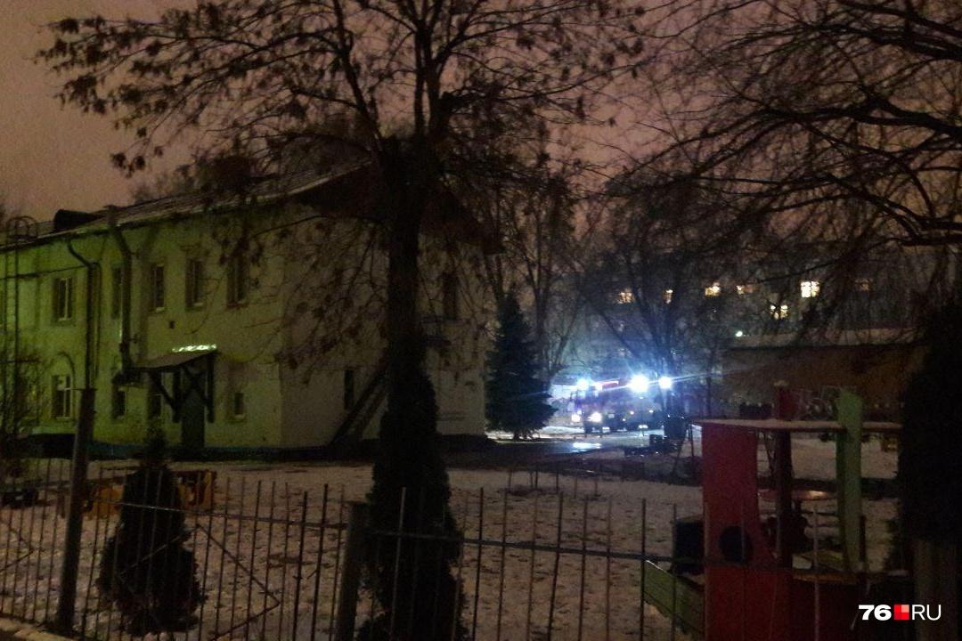 пожар в ярославле стачек фото милиционер, мать педагог