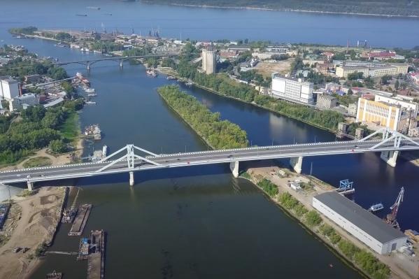 Фрунзенский мост строили около четырех лет